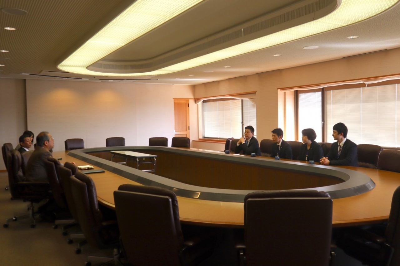 写真:京都府との締結にあたっての懇話風景(於:深草キャンパス紫光館)