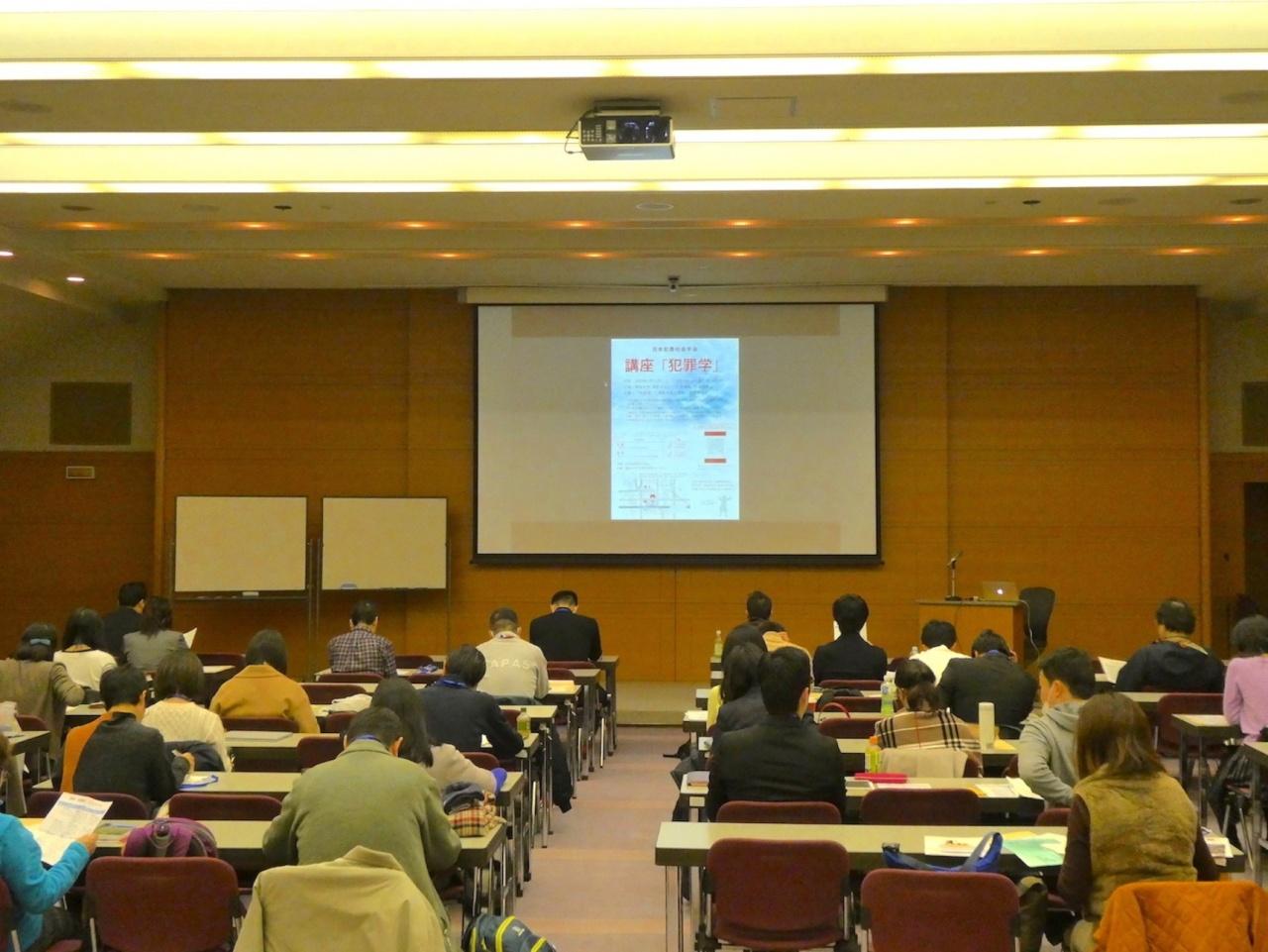 日本犯罪社会学会による講座「犯罪学」のようす